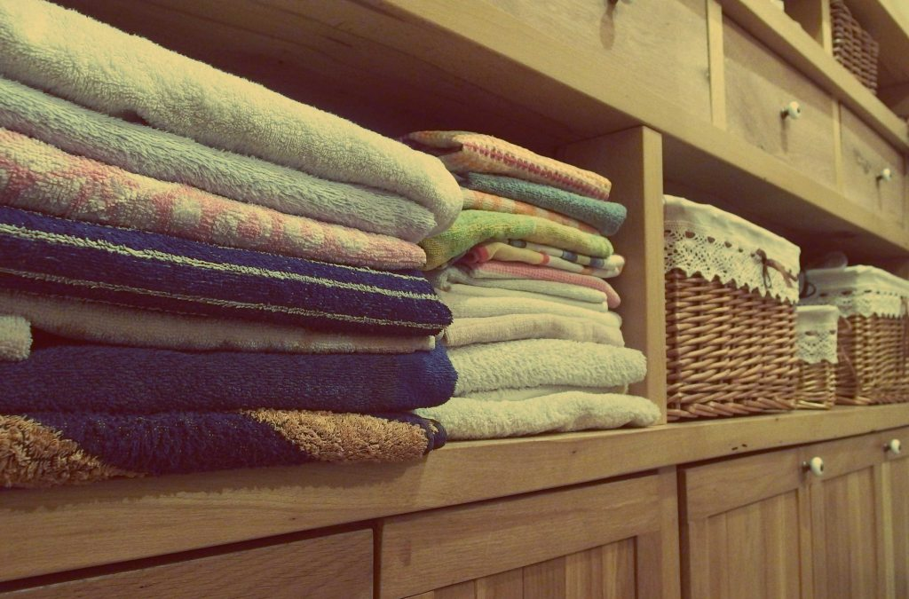 This image has an empty alt attribute; its file name is baskets-cabinet-clean-271711.jpg
